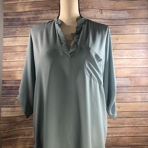 Lush perfect role tab sleeve top small